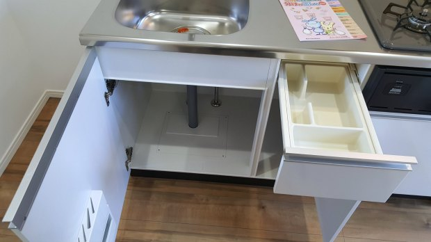 Apartments in Japan for Foreigners - Kitchen Cabinets and Drawers